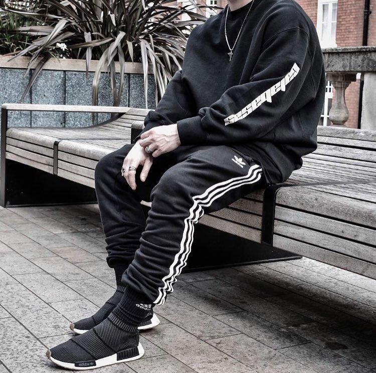 All black everything@shrfz #garmlab #streetwear #dope #heat #fashionkilla #lit #hype #hypebeast #sneakerhead<br>http://pic.twitter.com/lqZKVzmy75