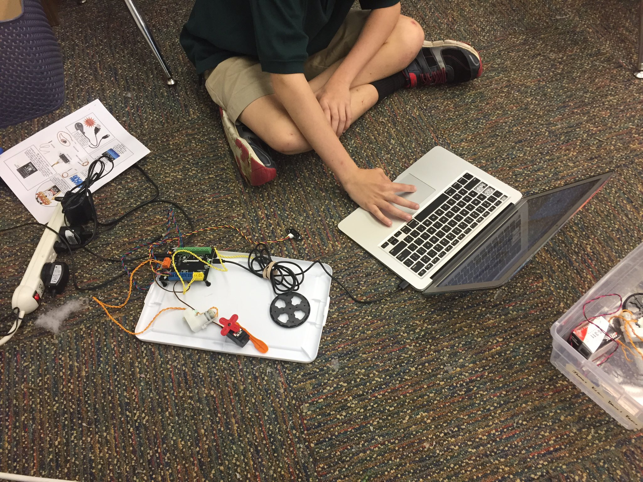 "Students ask ""Can we come in early to work on our Hummingbird robots?"" Makes my heart happy. @birdbraintech #myflinthill https://t.co/nwv53M5j3b"