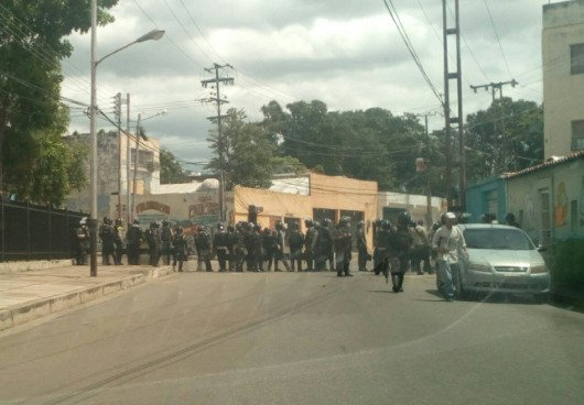 National Guard troopers deployed at Valencia Election commission