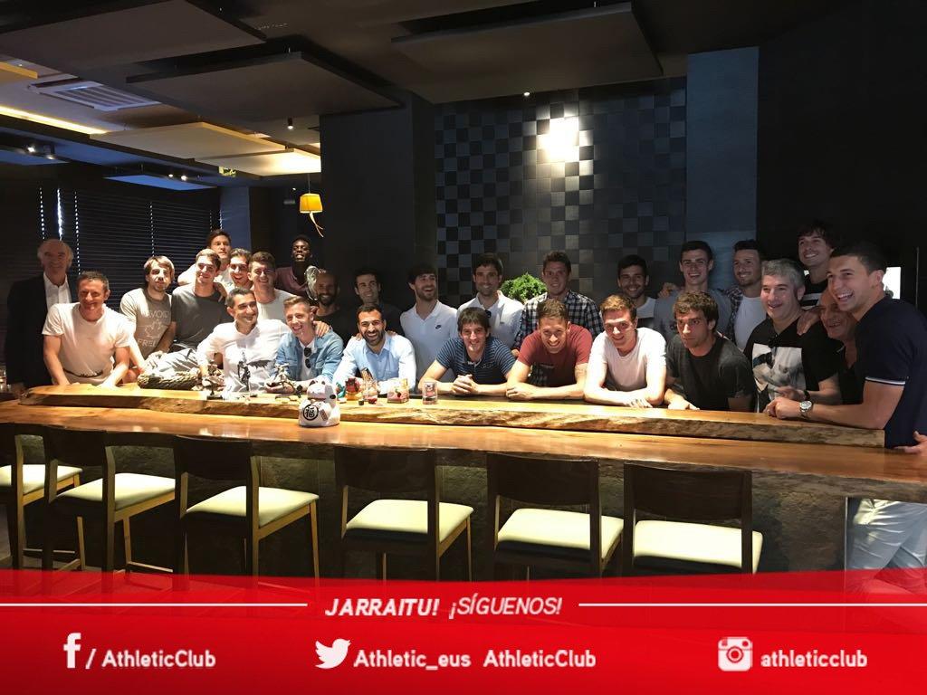📸 Comida de despedida de Ernesto Valverde #athletic https://t.co/nsFxn...