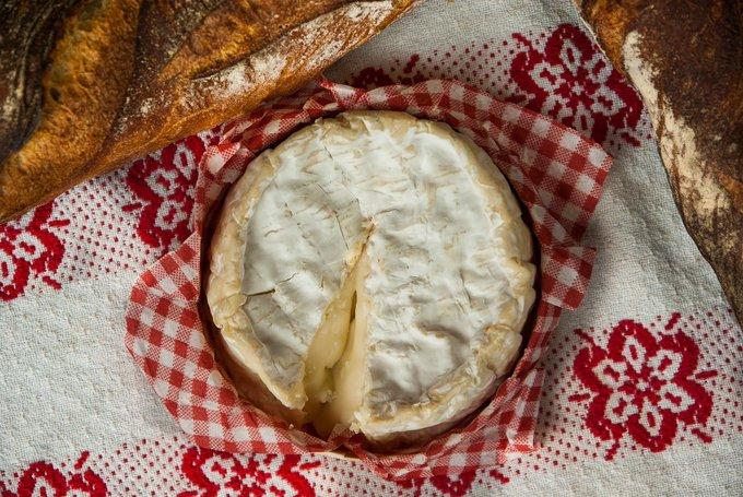 Revue de 🗞️ : non, l'Europe n'a jamais interdit le camembert 'fabriqué en Normandie' ! https://t.co/a5Z0KZQw1v