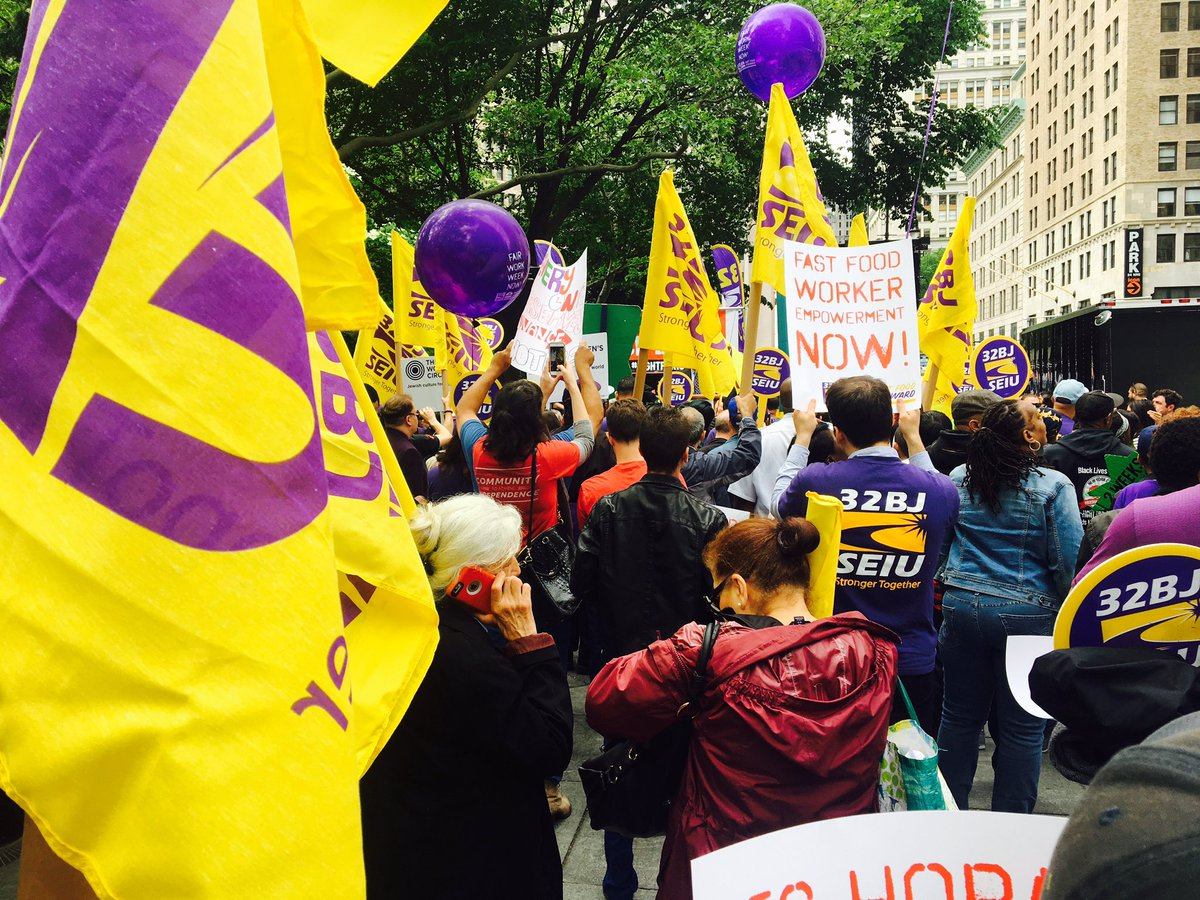 Happening Now: we're here with @32BJSEIU...