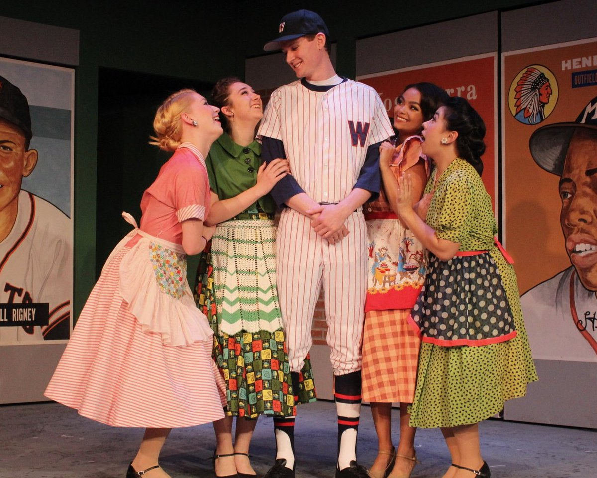Would you sell your soul for a .700 average? My review of @GCPlayers Damn Yankees @RogerRockas.  https:// munroreview.com/2017/05/23/hea rt-and-soul/ &nbsp; …  … #theater #baseball<br>http://pic.twitter.com/qpZXFSaEQL