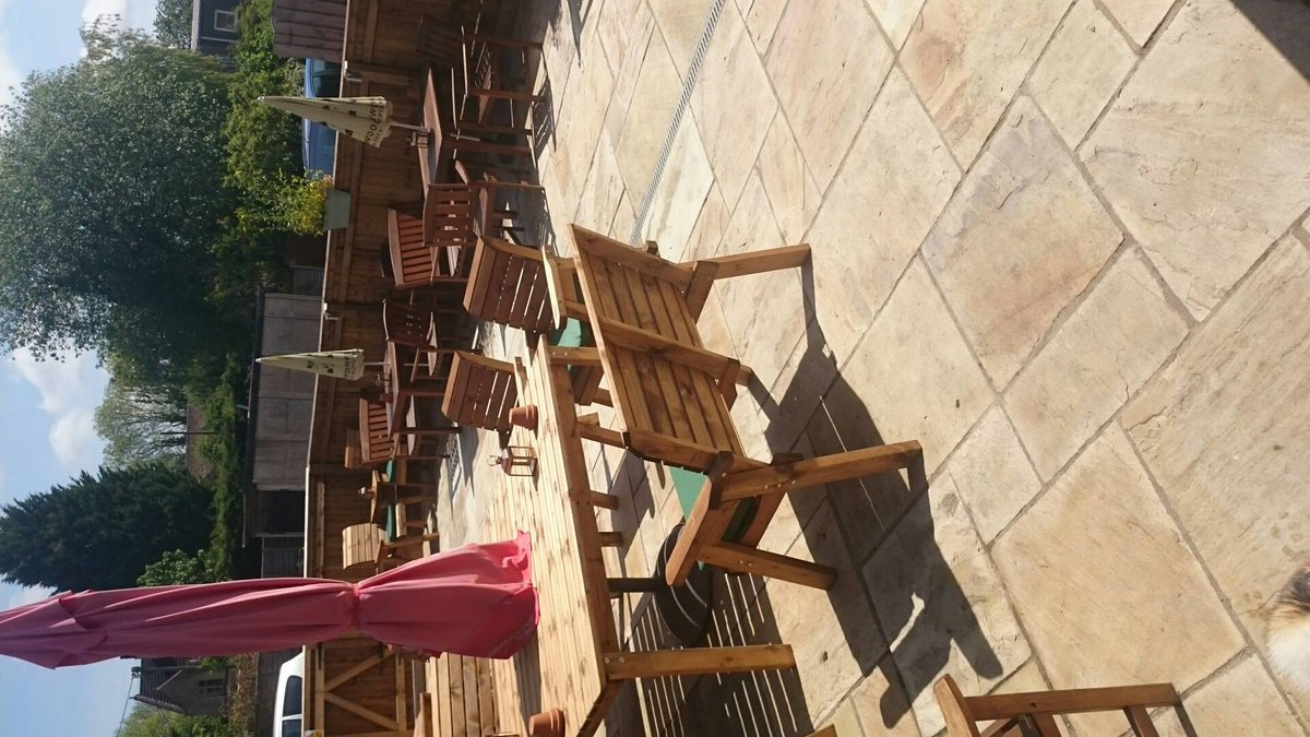 Another quick snap of our #beautiful #refurbished #pubgarden it&#39;s definitely the weather for it! #sunshine #AndoversfordOak #funinthesun<br>http://pic.twitter.com/RJxtwikI3Q