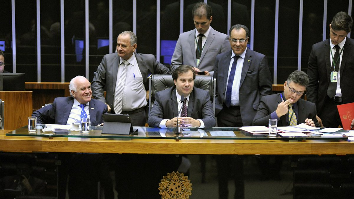 Estopim para briga na Câmara foi Planalto atribuir a Maia uso das Forças Armadas. https://t.co/QhHUtKxp7B