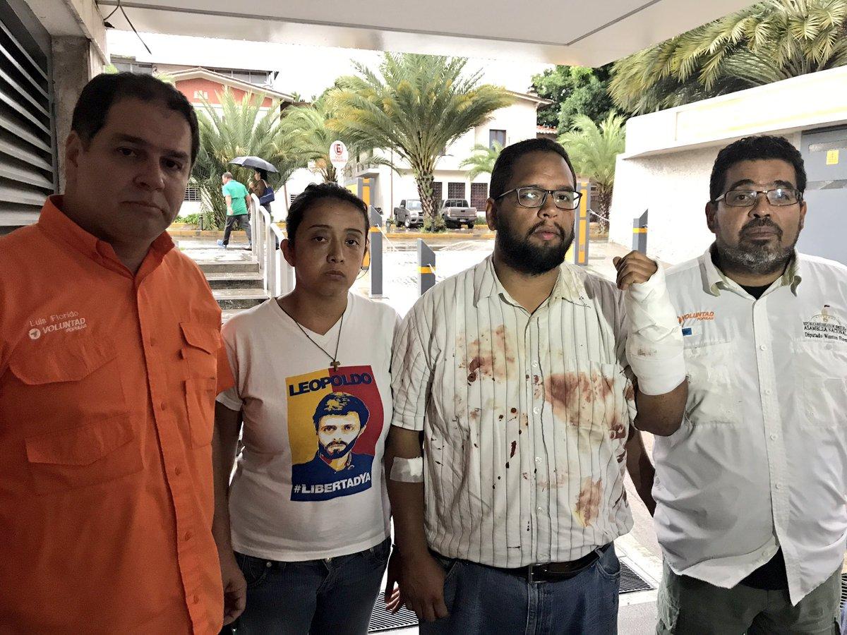 #Importante Médicos confirman que @jeanmayora recibió impacto de BALA en Bello Monte ¡No podemos acostumbrar que Maduro dispare a vzlanos!