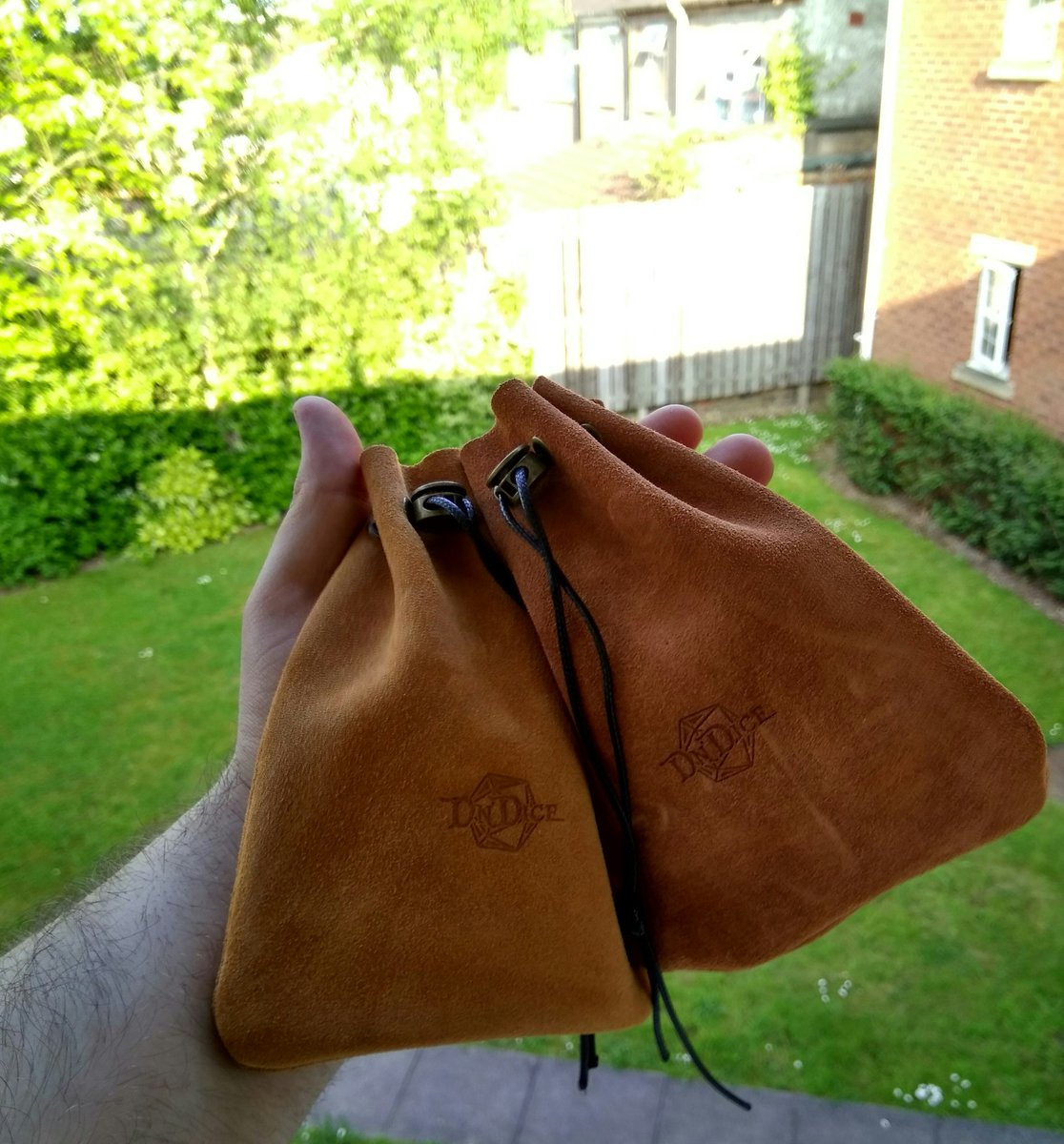 Some pictures of our new dice pouches! Thick suede with metal eyelets and leather cord, tough enough for metal dice :D #dice <br>http://pic.twitter.com/5K1qwOhyaU