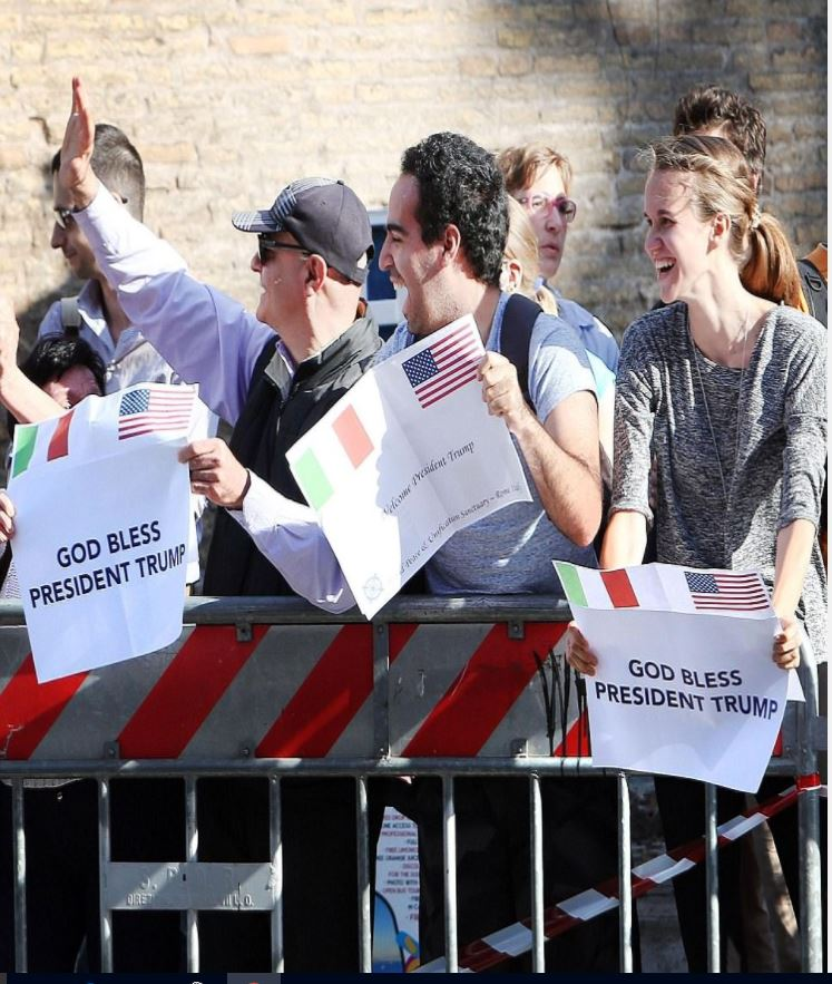 Trump supporters outside Vatican waiting for Trump to visit the pope. There are freedom lovers all over planet #MAGA #WednesdayWisdom