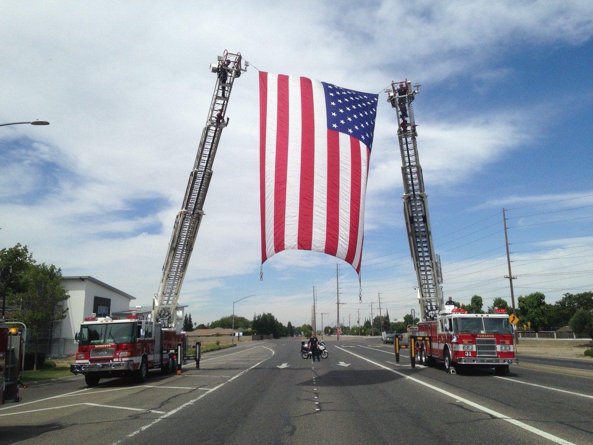 Turlock Fire &amp; @ModestoFire helping honor fallen Stanislaus County Sheriff&#39;s CSO Raschel Johnson this morning. @StanSheriff #RIP <br>http://pic.twitter.com/f2CcKAK5mt