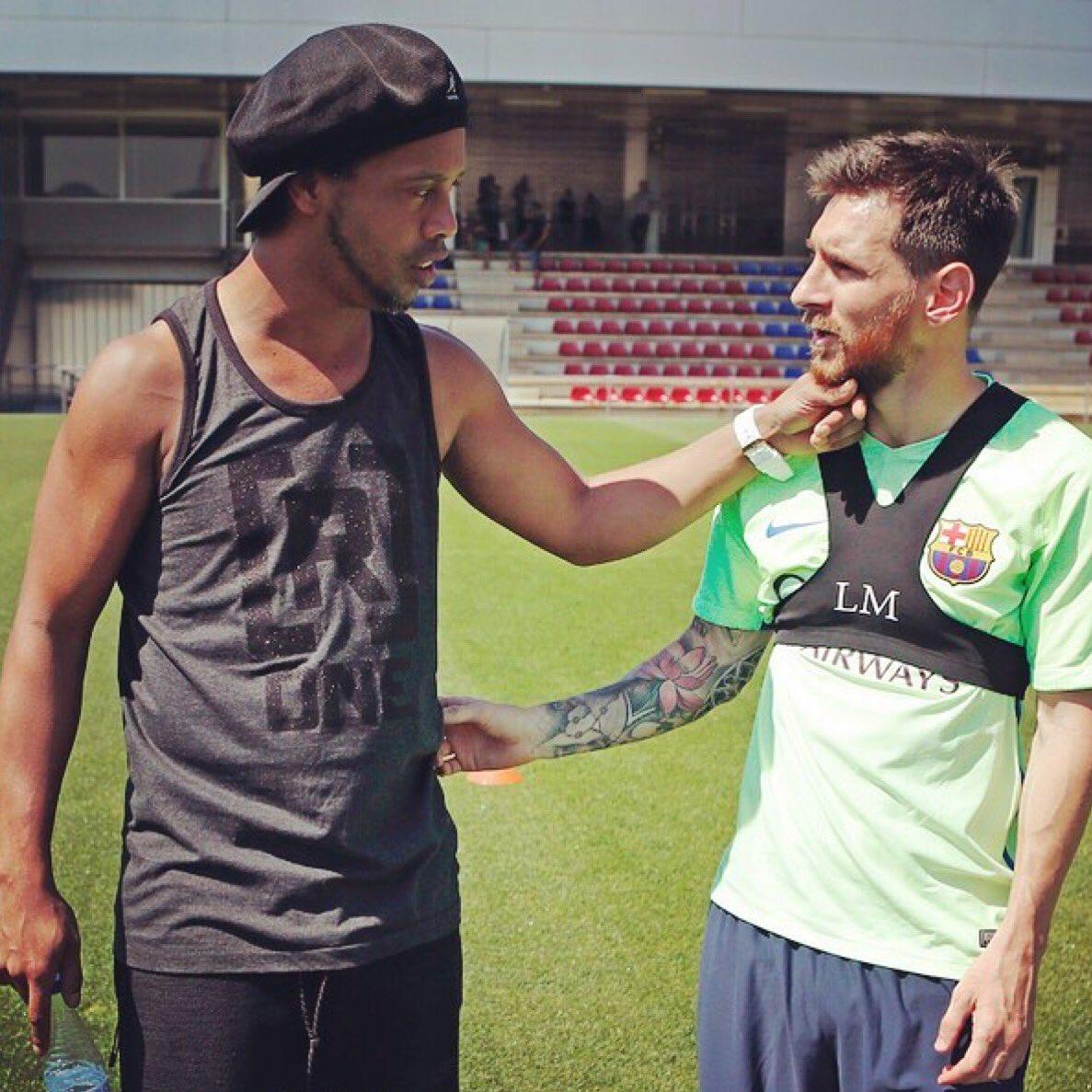 Ronaldinho &amp; Messi today  #Messi #WeAreMessi<br>http://pic.twitter.com/LG8FkUzInp
