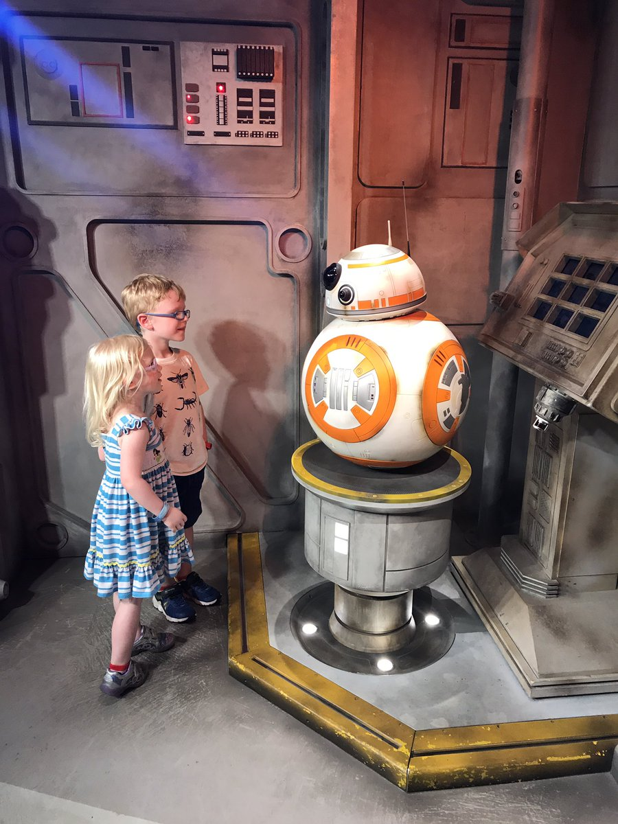 It&#39;s a Star Wars Character kind of day! #hollywoodstudios #starwars #BB8  #jawa <br>http://pic.twitter.com/RGrGl2gD0v