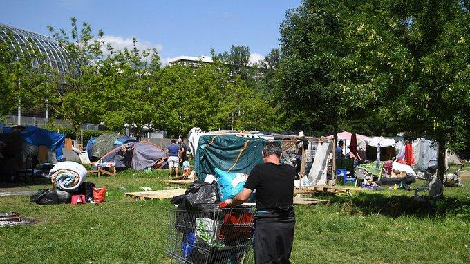 Evacuation d'un campement illicite de 150 migrants à #Grenoble  https://t.co/xNPV7Nu2Ky