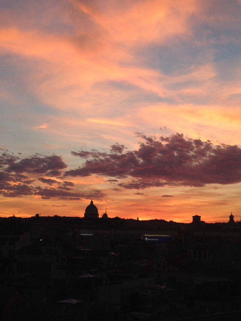 Setting sun over #Roma #Rome became more intense the longer I watched tonight. Emotional @TrastevereRM  @romewise<br>http://pic.twitter.com/PnIQK3Geiw