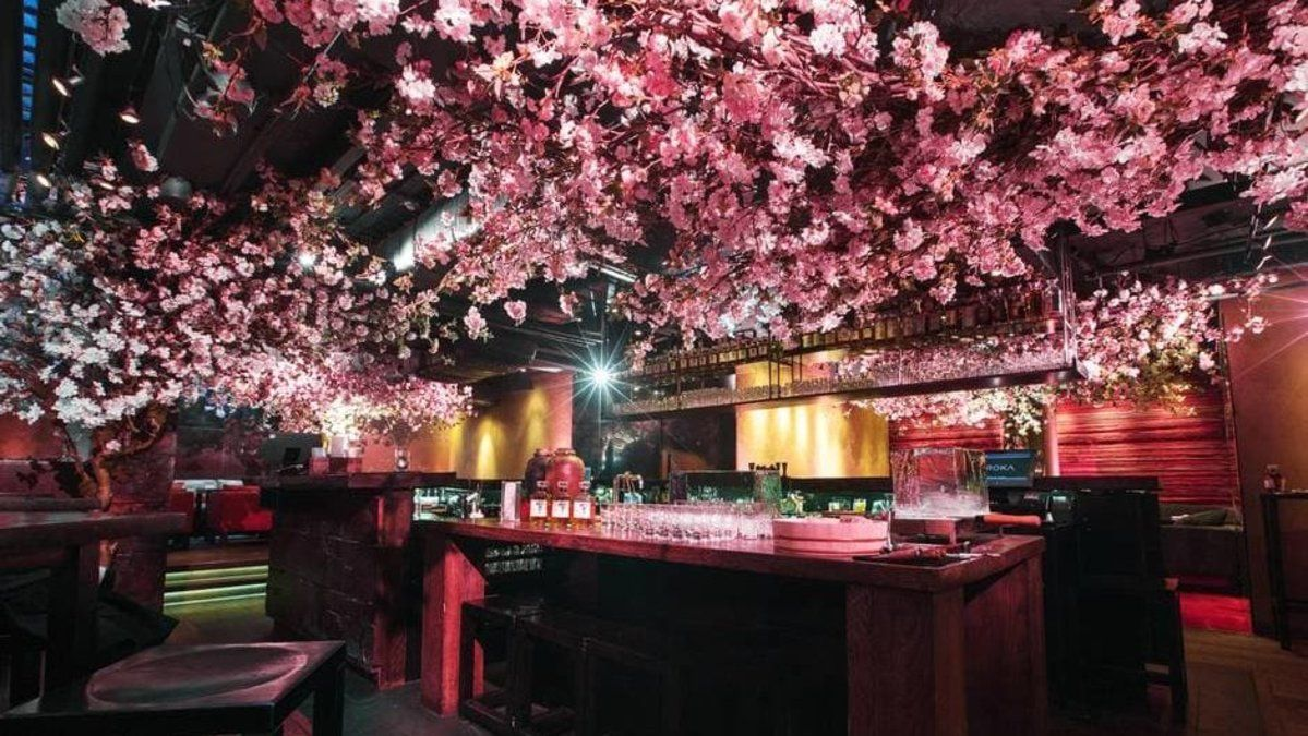 This Japanese restaurant in London has covered its ceiling in cherry blossom https://t.co/1qnJ9F2wJ3