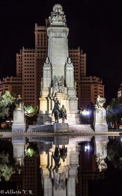 'Mire, mi señor, que no son gigantes... ni castillos, que es así como está ahora la villa de Madrid'. Pza. España. Foto @Berto_V, gracias :)