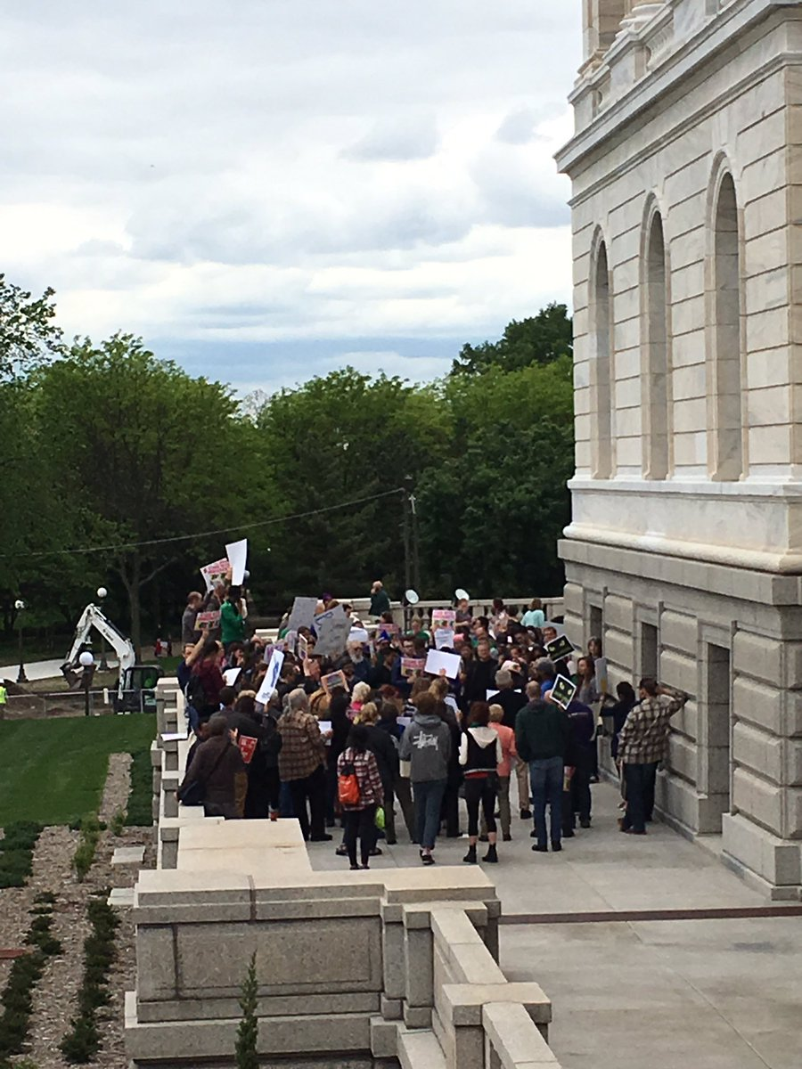 Outside the governor&#39;s office to make sure he hears #VetoEverything #fb <br>http://pic.twitter.com/wZgxG9nYQm