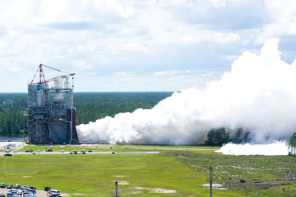 We successfully conducted another RS-25 engine flight controller test, taking us closer to deep-space exploration: https://t.co/bZEh60xc4i
