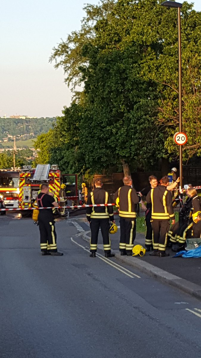 Stood by with @Corsham_Fire at house fire in #Bath <br>http://pic.twitter.com/FZuOzY5kti