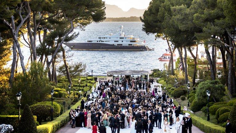 24th @amfAR Gala #Cannes - 25May. #Star-Studded event has raised $190 million+ for #life-saving research programs.  http://www. amfar.org/CAA24/  &nbsp;  <br>http://pic.twitter.com/JUg2OsDFEB