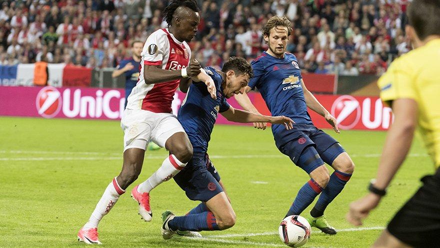Dois clubes entram na briga pelo atacante Bertrand Traoré, do Ajax