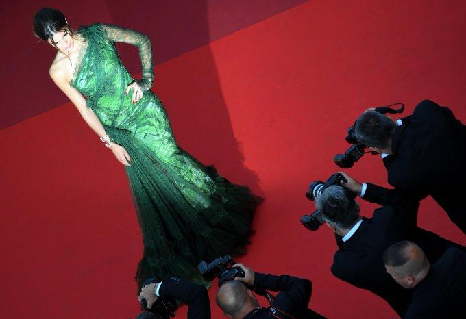 Cannes 2017 - Iris Mittenaere : Miss Univers a régné en maître sur le red carpet https://t.co/vmaeCnus5S