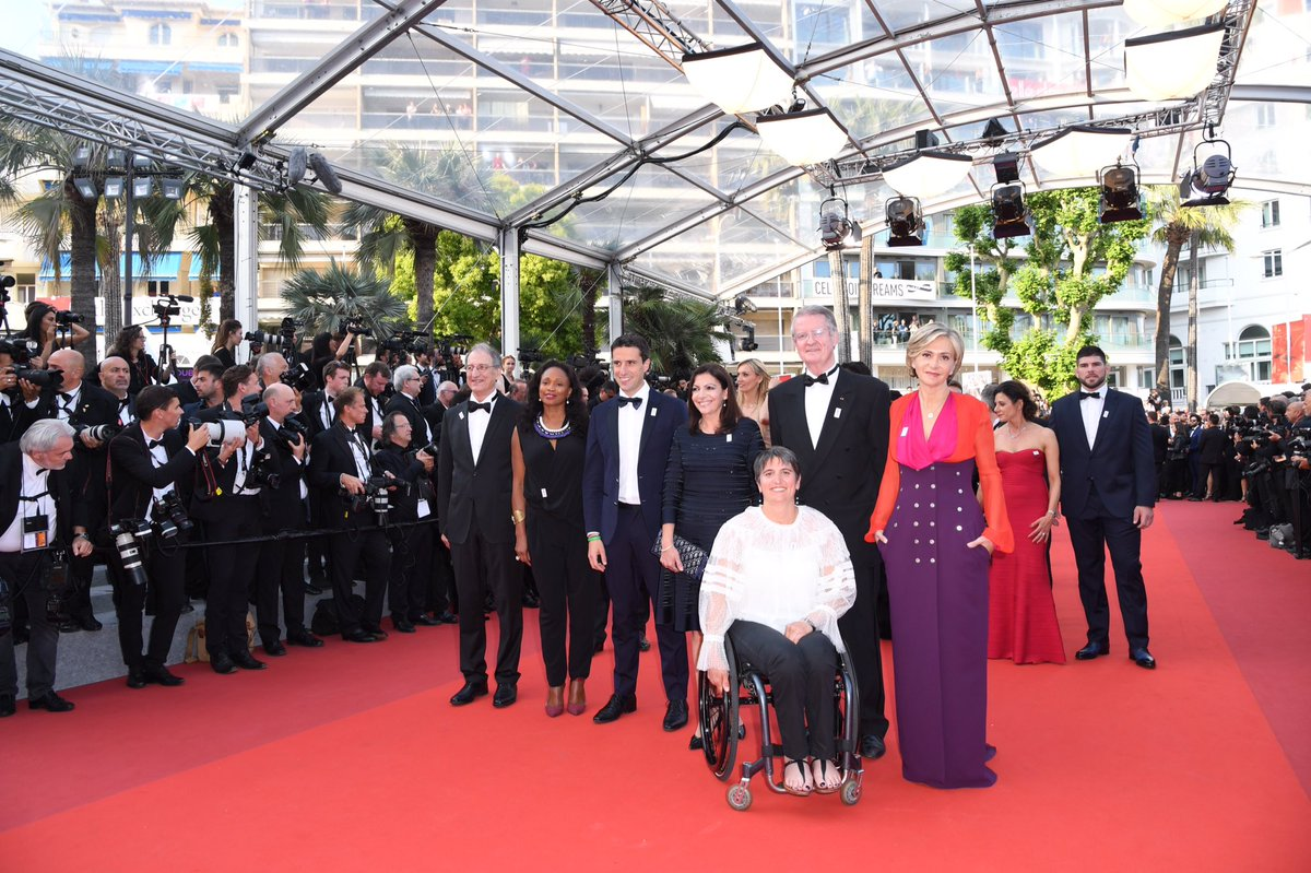 Tonight a senior #Paris2024 delegation went to #Cannes2017  to share its project with the world of culture  http:// paris2024.org/medias/presse/ press_release_-_24052017.pdf &nbsp; … <br>http://pic.twitter.com/2BI8vAFpOc