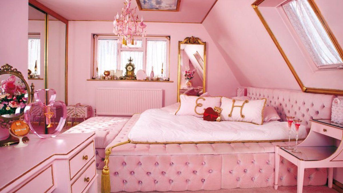You can rent a pink house filled with flamingos and unicorns on Airbnb https://t.co/U2NLiMFGUL