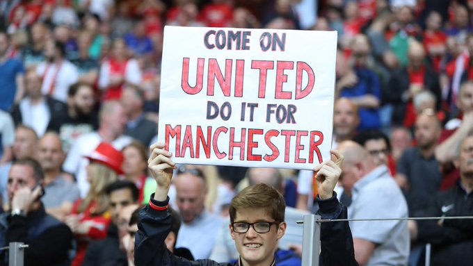 VIDÉO - Revivez la minute de silence respectée avant la finale de la Ligue Europa entre Manchester United et l'Ajax… https://t.co/3SeAH5pqCf