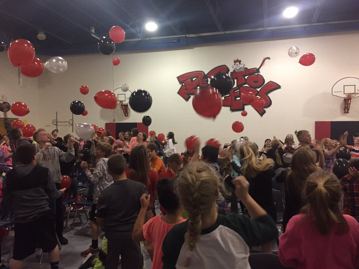The 5th gr celebration balloon toss- a highlight of the event. A positive peer message waiting inside. #fun #loud <br>http://pic.twitter.com/DfflGhoUHF
