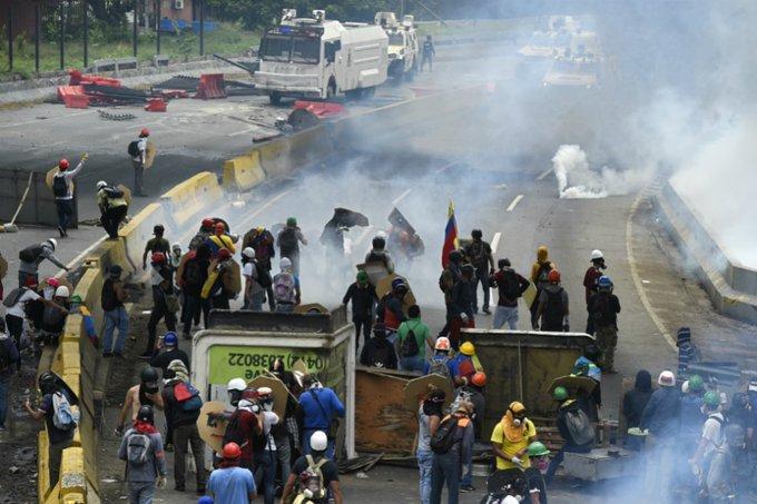 Ocho alcaldes de Venezuela podrían ir a la cárcel si no impiden bloqueos de vías. https://t.co/dPVXVCubna