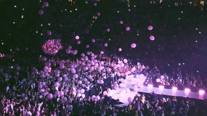 Pink balloons from Ariana Grande concert become a symbol of joy and hope after Manchester attack. https://t.co/vXCufeZ599