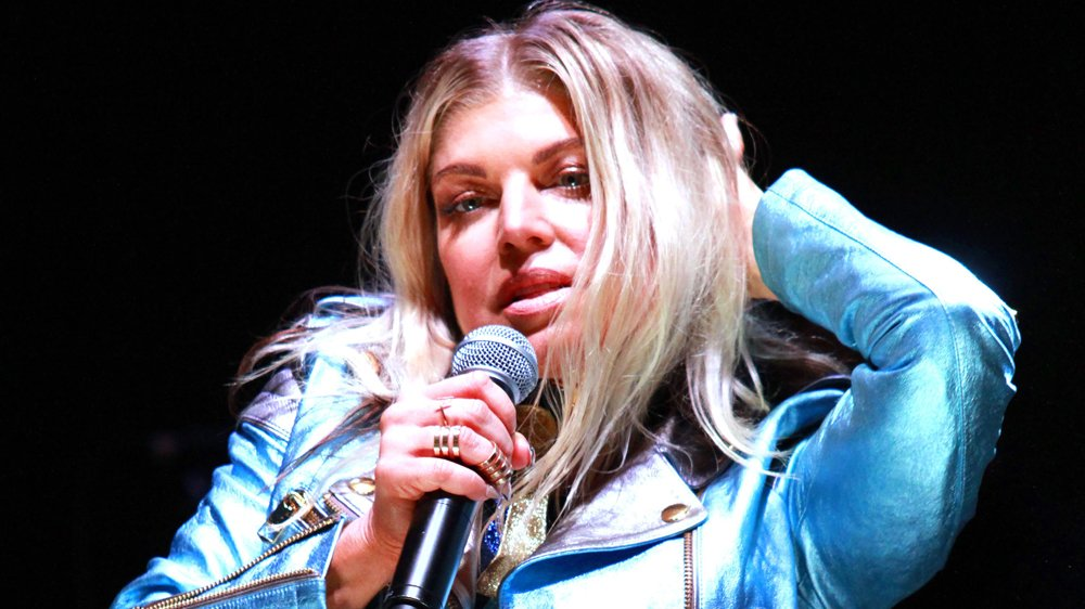 .@Fergie signs with @BMG after exiting @Interscope https://t.co/Y09CDr5Oke