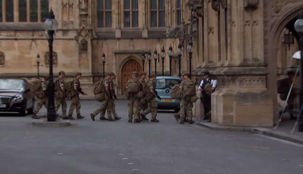 In wake of Manchester bombing, British soldiers join police on patrols to protect potential targets: https://t.co/EuEP6sFRue