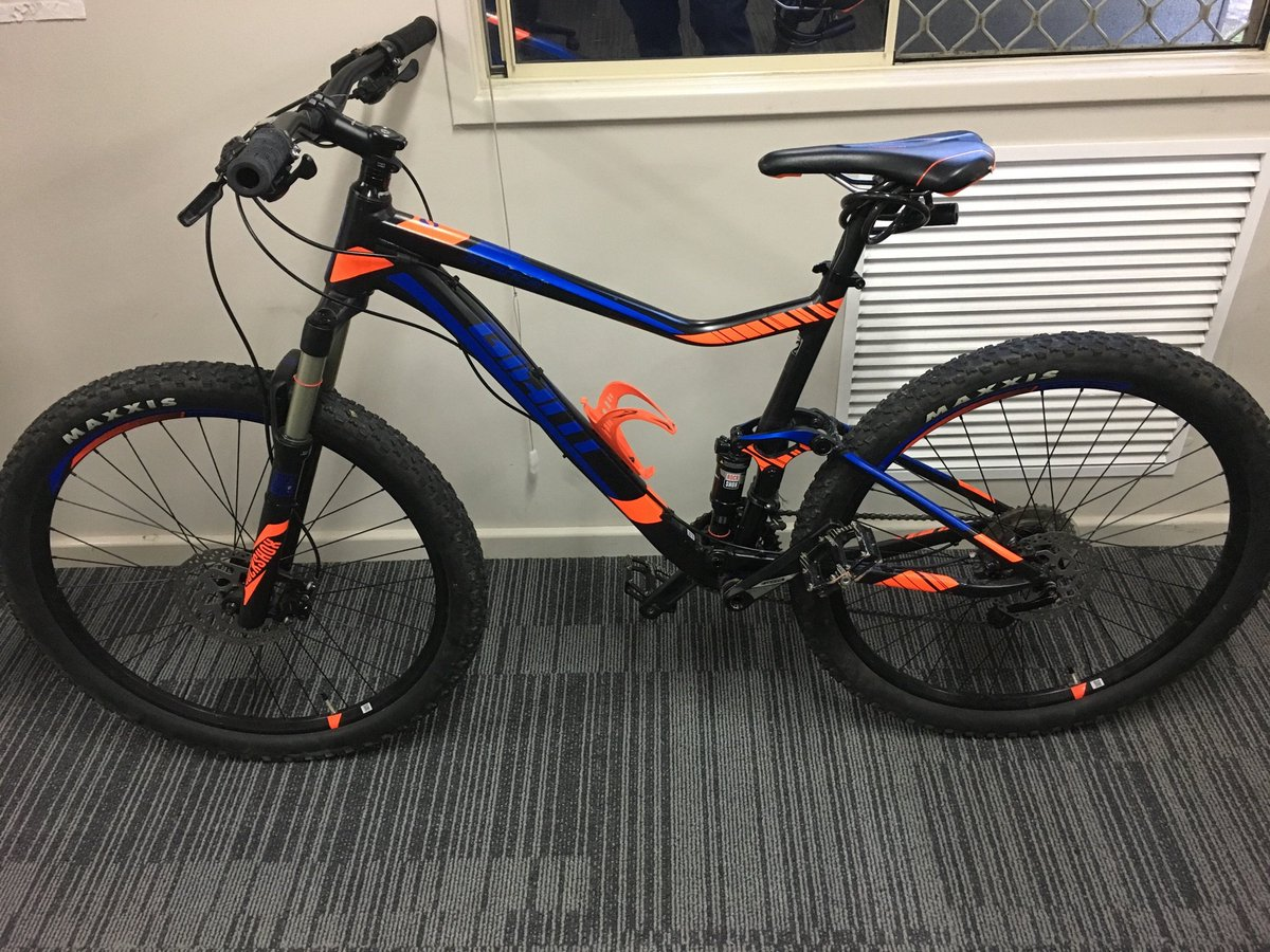 Team 3 would like to locate the owner of this &quot;Giant&quot; bicycle. Proof of ownership is required. Reference 240517144014913 #FB #PD15676<br>http://pic.twitter.com/krbbuI7FSW