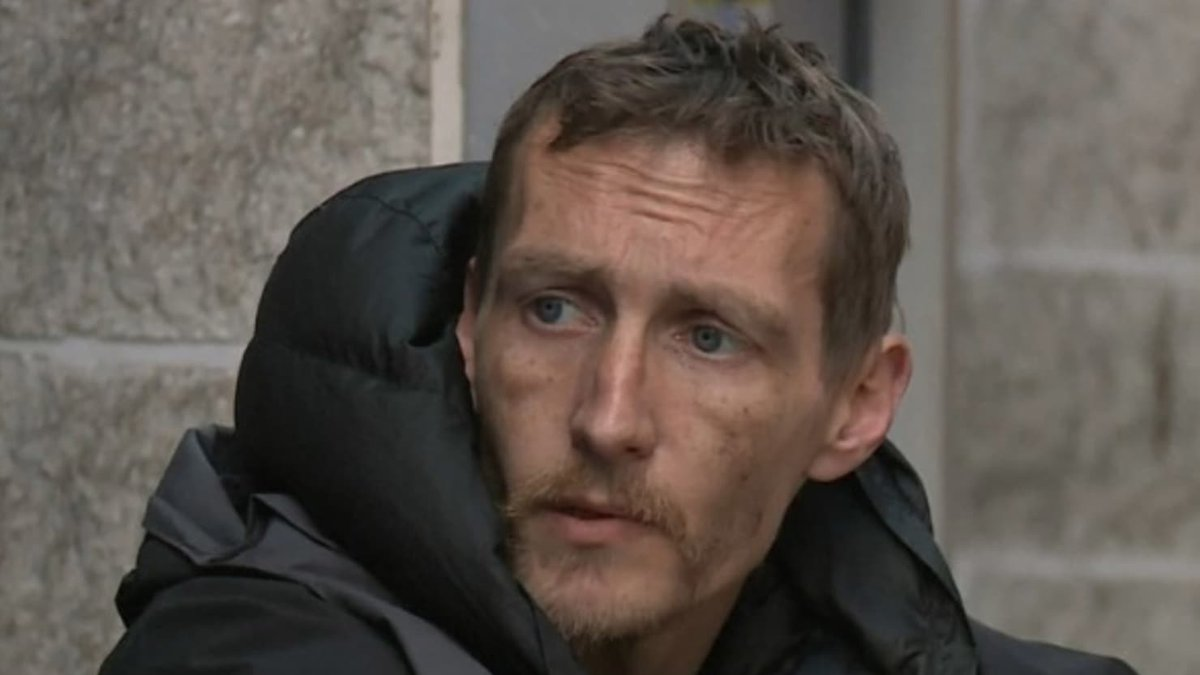 This homeless man did something many would not have been brave enough to do after hearing the Manchester bombing https://t.co/bpbPIJLv1P