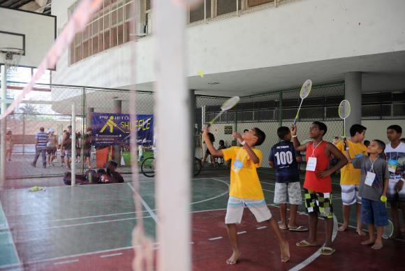 Maioria das escolas municipais não tem estrutura para prática de esporte. https://t.co/RaCETpgKso