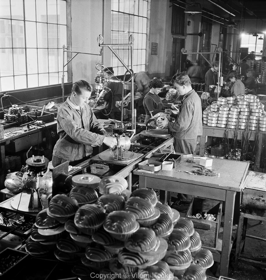 Take Care of Your Head. Use it Wisely. Heads being processed at the Erstwhile Jawa Factory in Czechoslovakia. #Jawa #Czech #2Stroker #YJOCI<br>http://pic.twitter.com/TAdqaLDNed