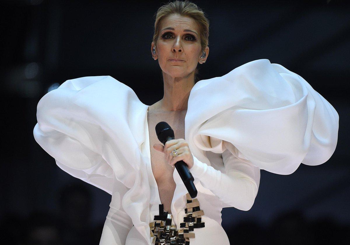 #People Un mois avant son concert à Manchester, Céline Dion rend hommage aux victimes de l'attentat https://t.co/e598P5BDsX