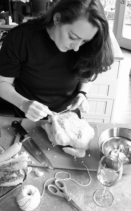 Hello Japanese readers -> I wanted to share this photo of me roasting a chicken #TYVMKathleen https://t.co/973y9YhGj2