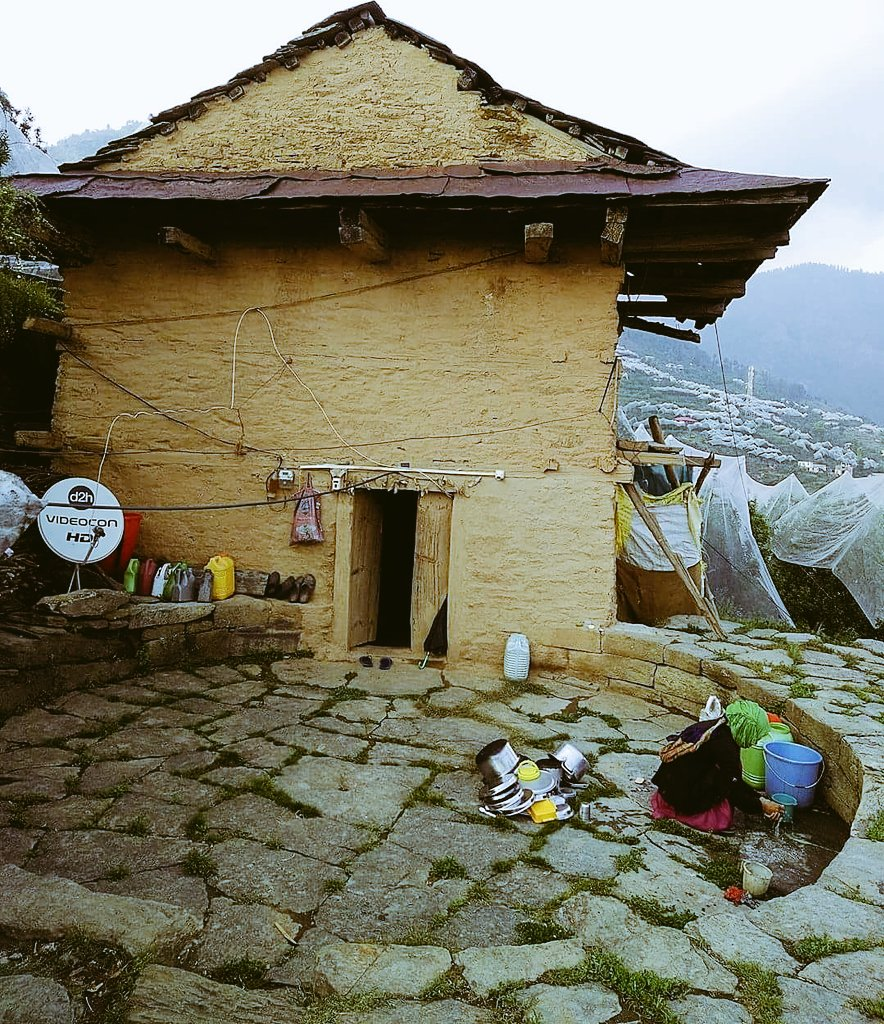 This small home in Matyana #village in #Shimla is classic!  #homeimprovement #mountains<br>http://pic.twitter.com/TUXJaiR691