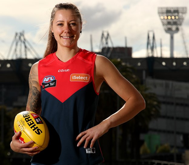 Welcome @biancajakobsson to the Dees, great to have you in the red &amp; blue @aflwomens #DreamBigger @VFL<br>http://pic.twitter.com/sVoX7caIXQ