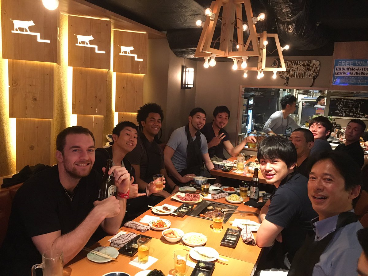 #2 ディアンテ選手、#44 トレント選手が本日帰国するということで、昨夜チーム、チア、フロントが集まりシーズンの納会を行いました‼️ #アルバルク東京 #weareone