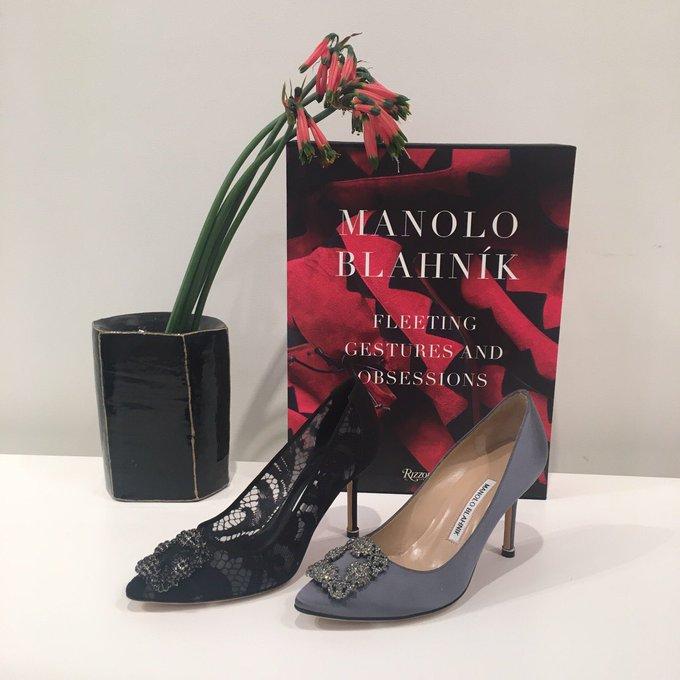 """【展示会取材】「マノロ ブラニク」のアイコン""""ハンギシ""""は、サテンからレースまで素材のバリエーションが豊富。装飾がパールになったタイプも上陸!2017-18年秋冬トレンドの""""艶っぽい""""女性像にもぴったりです。 #MANOLOBLAHNIK"""