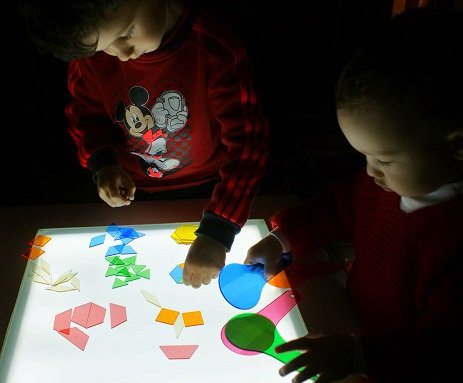 Cómo hacer una mesa de luz para niños DIY