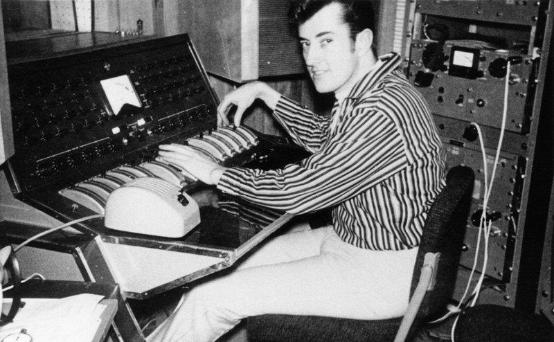 Why modern audio recording might not exist without British DIY audio pioneer Joe Meek #producer #Telstar  http:// tapeop.com/articles/100/j oe-meek/ &nbsp; … <br>http://pic.twitter.com/ieQsG4eFRW