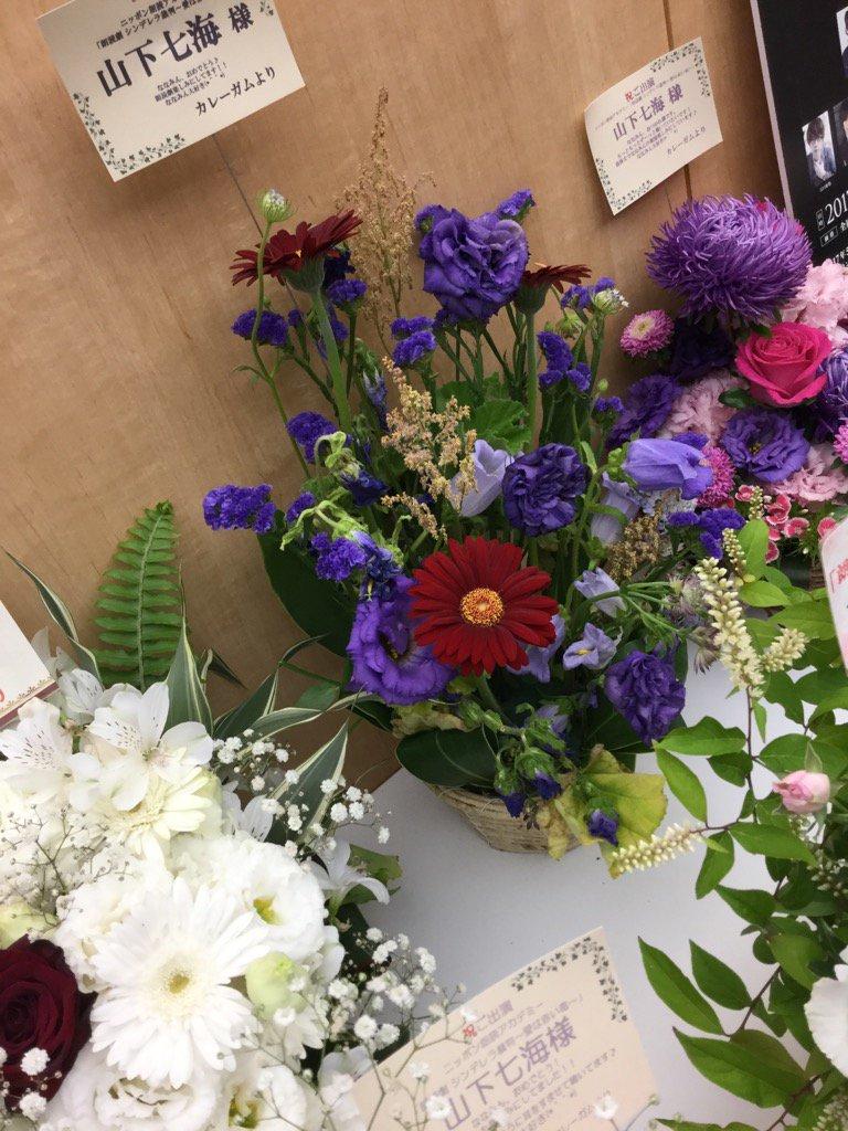 同じ人からたくさん花が届いているのだが。 https://t.co/0cx2LhgCqm