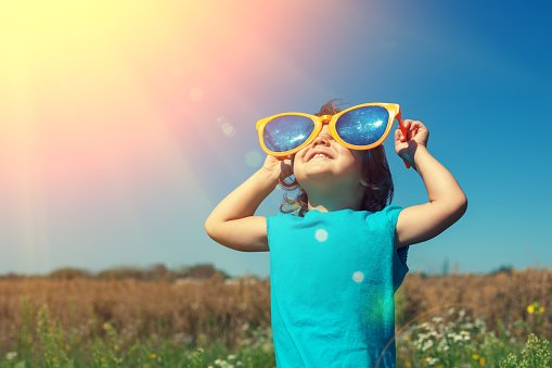 The temperatures will continue to rise over the weekend. See our advice for protecting your skin against sun damage: https://t.co/pWQTUStSMk