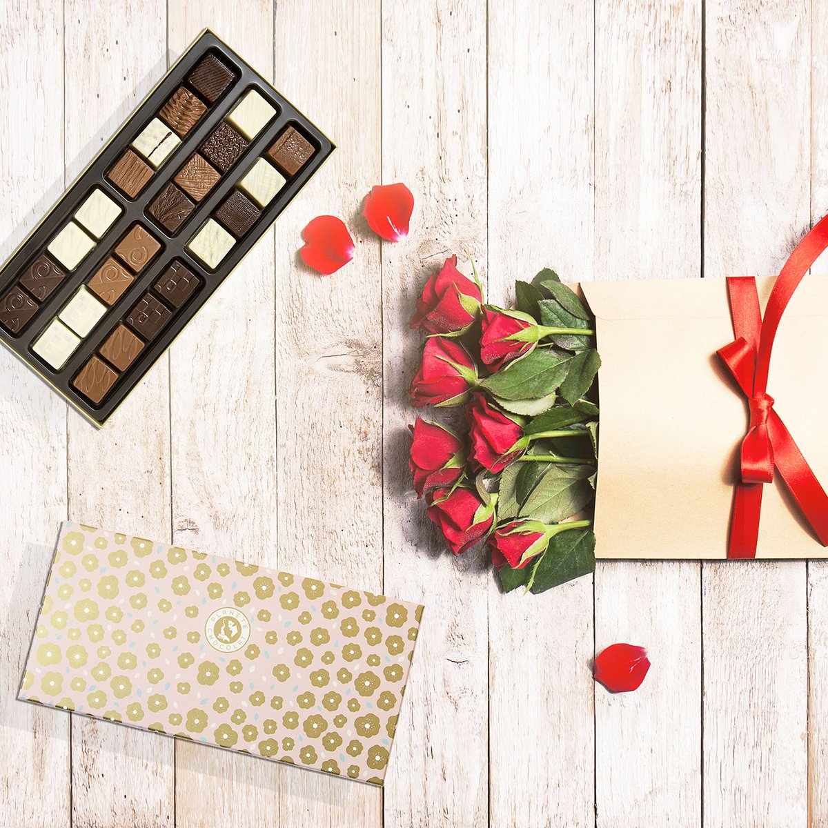 It&#39;s Mother&#39;s day in France soon! Why don&#39;t you add a chocolate box to your roses&#39;s bouquet ?     #mothersday #chocolate <br>http://pic.twitter.com/wpstXJhMDk