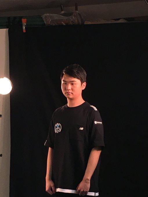 [2017 LoL 챔피언스 코리아 서머] 프로필 사진 촬영 현장 : 아홉번째 주자는 @Longzhu_ 팀 입니다! #LCK