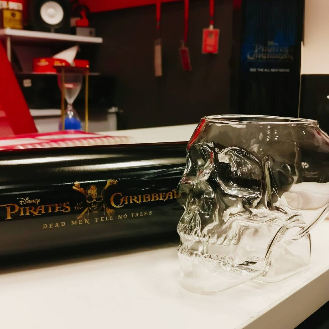 If you are a true pirate then answer this question to win #PiratesoftheCaribbean5 merchandise. Who essays the role of Jack Sparrow? <br>http://pic.twitter.com/OsVFtGQyND